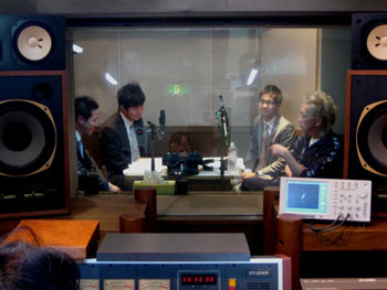 091202_radio.jpg